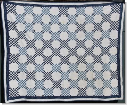 STRIKING VERY FINE BLUE & WHITE AMERICAN QUILT