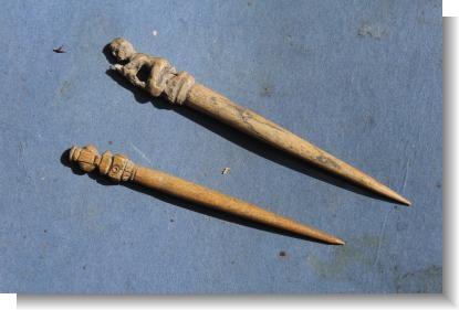 2 x RARE MEDIEVAL BONE CLOCK PIN