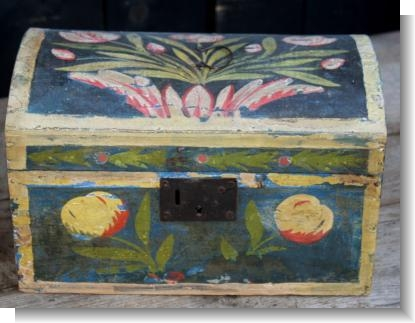 GOOD SMALL BRITTANY MARRIAGE BOX, c.1840