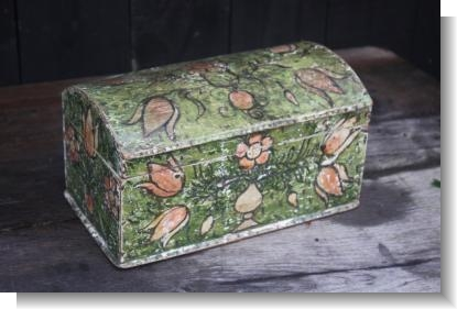 UNUSUAL GREEN PAINTED WHITE PINE BOX.